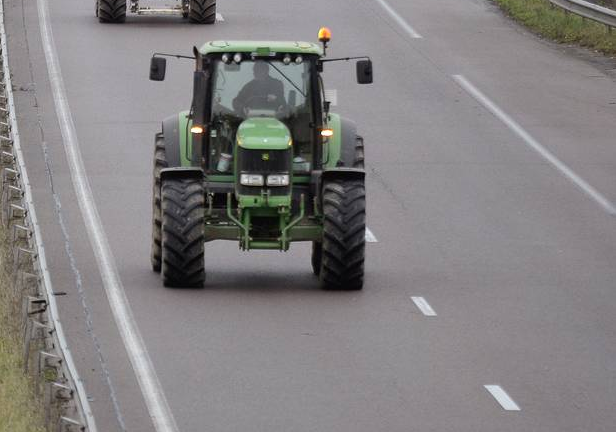Delays on M74 after dog takes control of a tractor