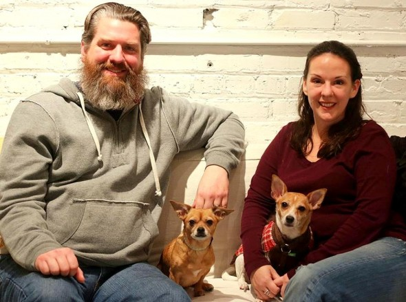 3.16.16-Senior-Dog-Dumped-for-Newer-Model-Adopted-by-a-Much-Better-Family1-590x439