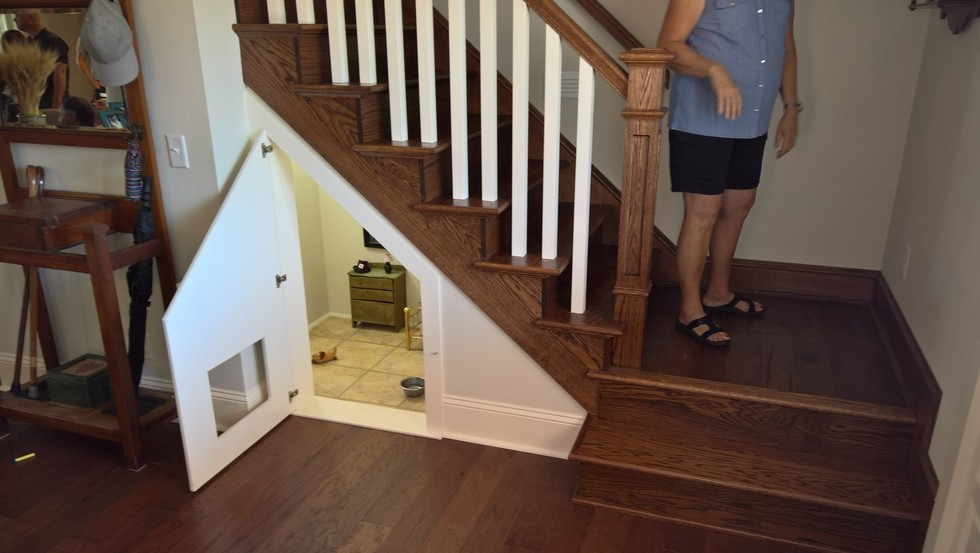 room under the stairs for dog